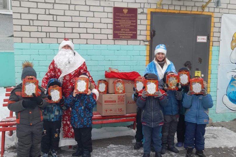 8fV0YFE1XsE 810x540 - Поздравляем детей с Новым годом!
